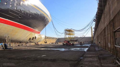 Disney Magic Dry Dock Cadiz KUB Paint Bulbous Bow Starboard
