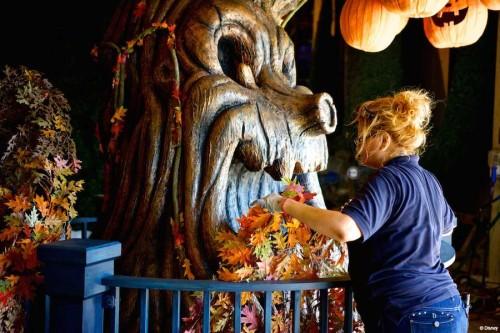 DCL Pumpkin Tree Decorating 2014