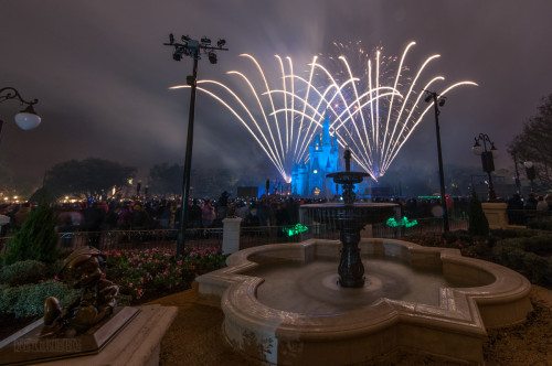 Magic Kingdom Hub Fountain Wishes