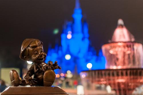 Magic Kingdom Hub Fountain Pinocchio & Jiminy Cricket