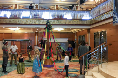 Oaken's Maypole Twirl And Swirl Disney Magic