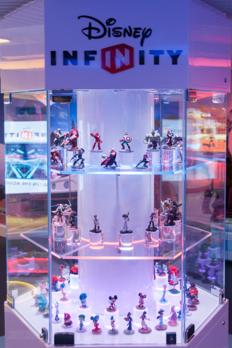 Disney Infinity Play Figure Storage & Display Case Oceaneer Club