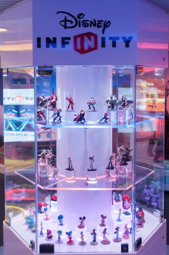 Disney Infinity Play Figure Storage & Display Case Oceaneer Club