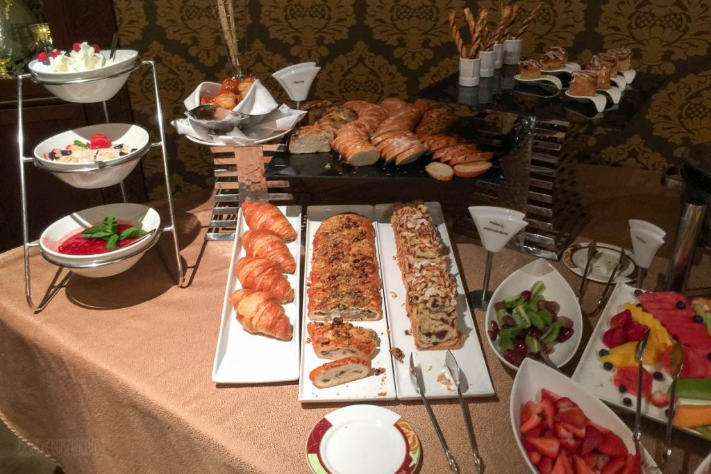 Palo Brunch Buffet Breads