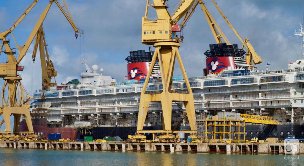 Wonder Dry Dock 2016 Cranes Upper Deck