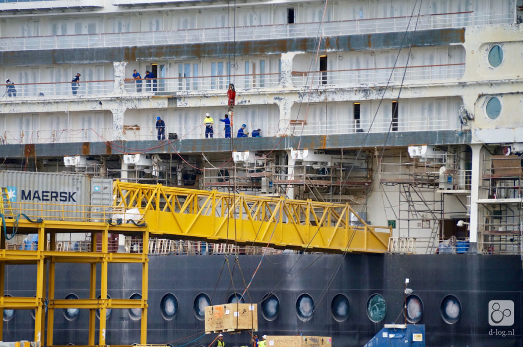 Wonder Dry Dock 2016 Gangway
