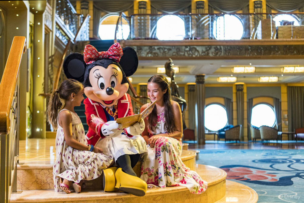 First Mate Minnie With Guests On The Disney Wonder
