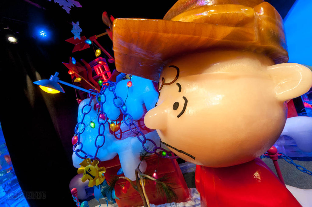 Gaylord Palms ICE Peanuts 2016 Charlie Brown Snoopy First Place