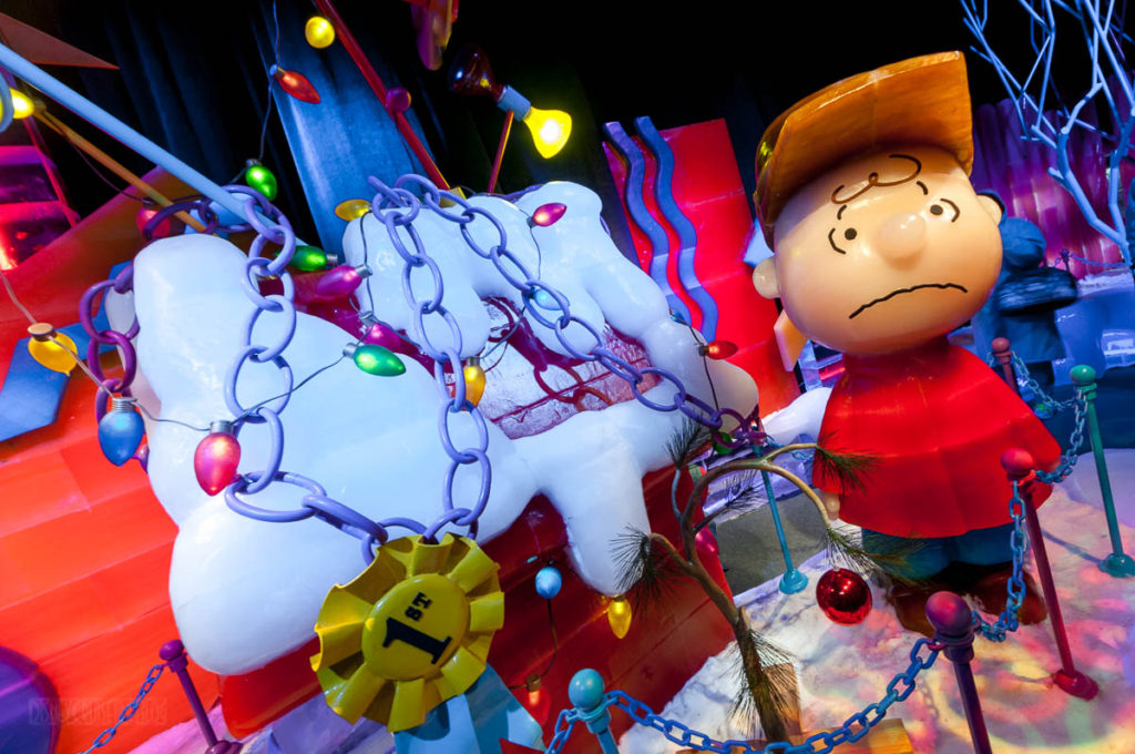 Gaylord Palms ICE Peanuts 2016 Charlie Brown Snoopy's Doghouse