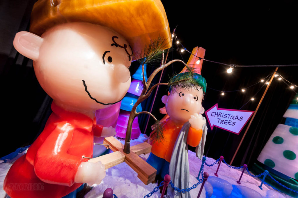 Gaylord Palms ICE Peanuts 2016 Charlie And Linus With Christmas