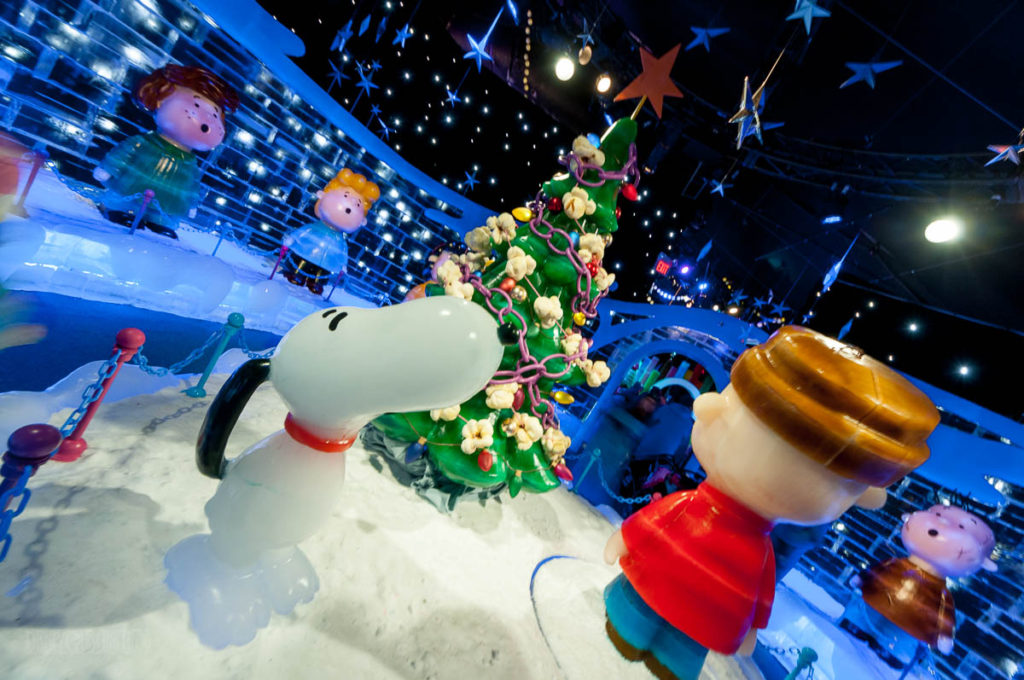 Gaylord Palms ICE Peanuts 2016 Hark The Herald Angels Sing