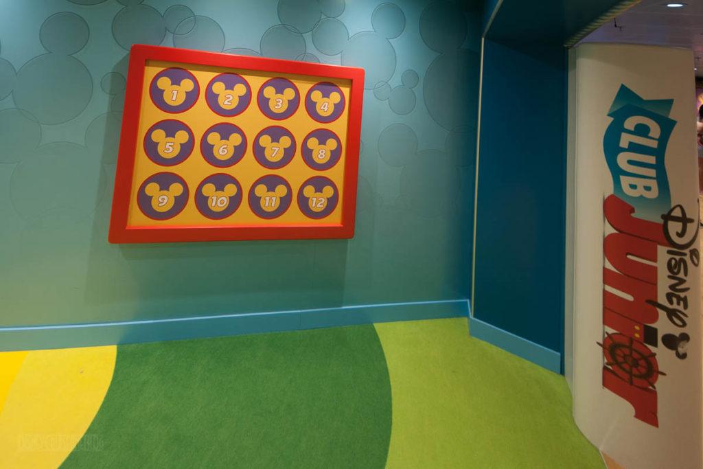 Wonder Oceaneer Club Club Disney Junior Number Board