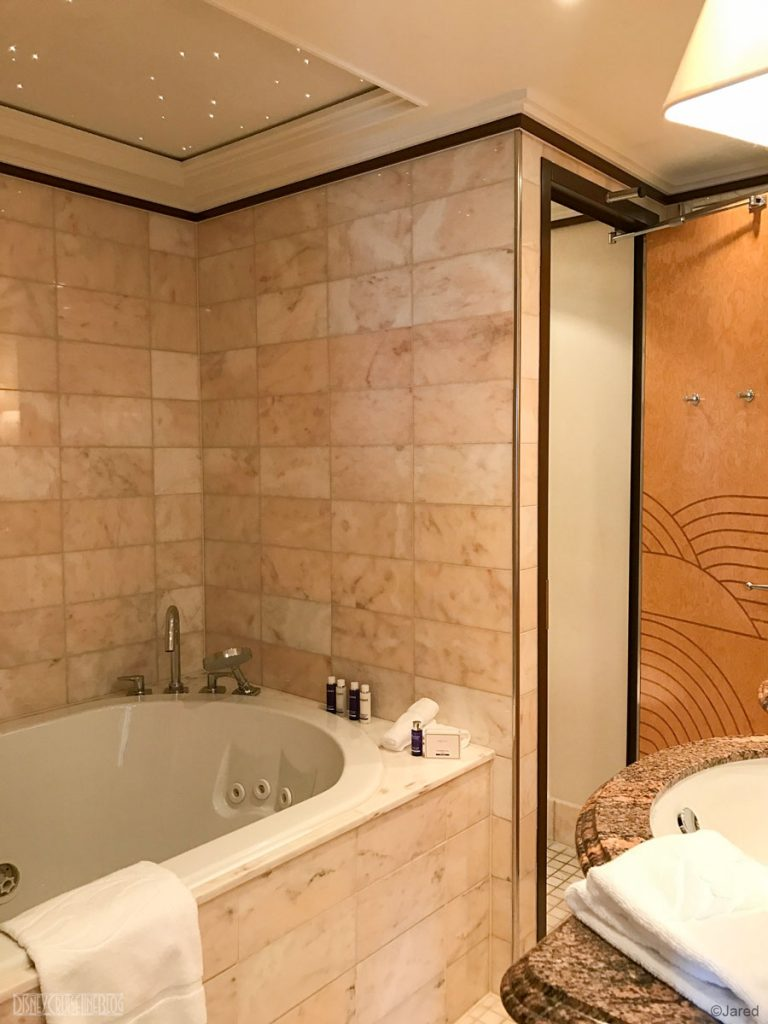 Dream Roy Suite 12502 Bathroom