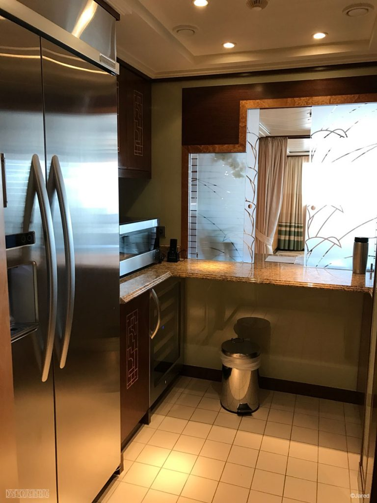 Dream Roy Suite 12502 Kitchen