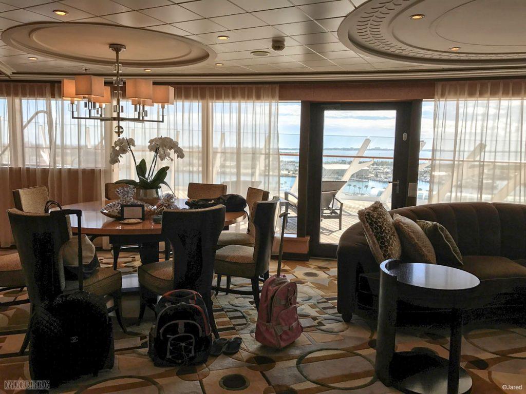Dream Roy Suite 12502 Living Room Balcony