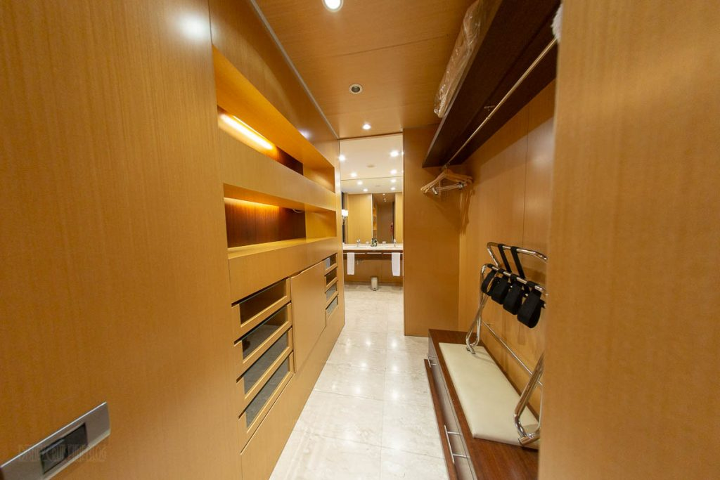 Eurostars Grand Marina Junior Suite Closet