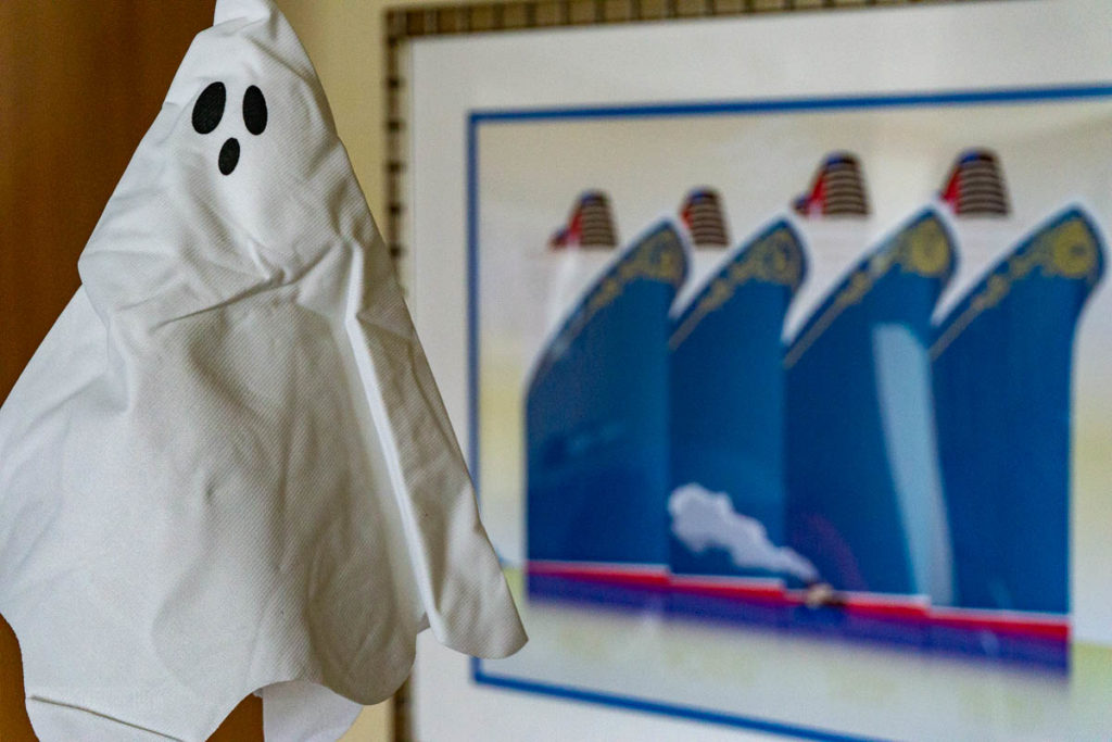 Halloween On The High Seas Stateroom Decor Package