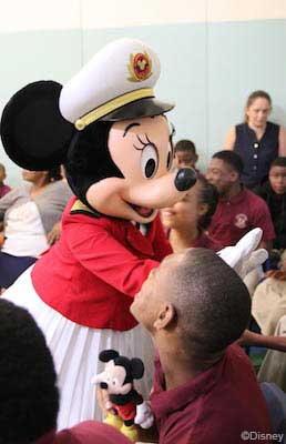 DCL Holiday Visits 2019 Captain Minnie