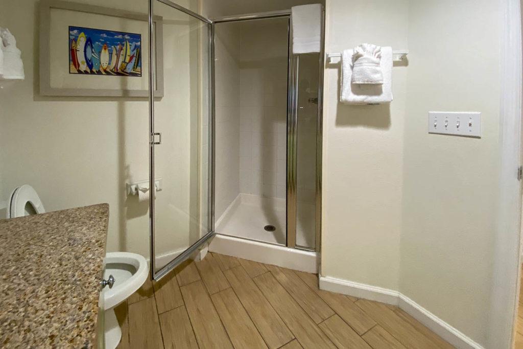Resort On Cocoa Beach Bathroom