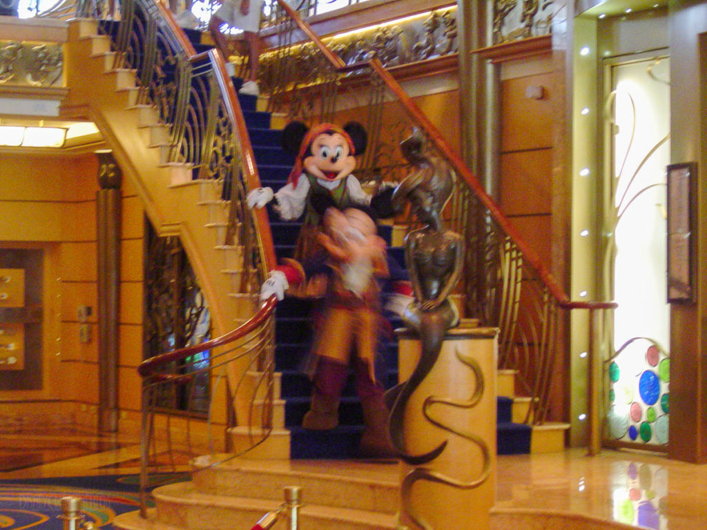 Disney Wonder Pirate Mickey Minnie