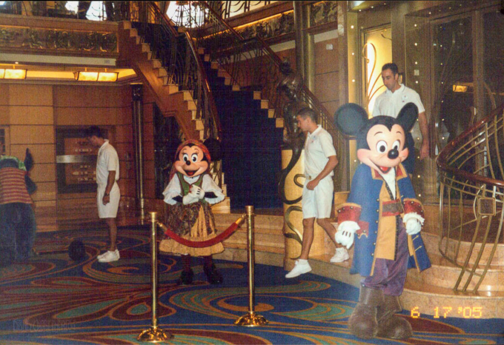 Disney Wonder Pirate Mickey Mnnie