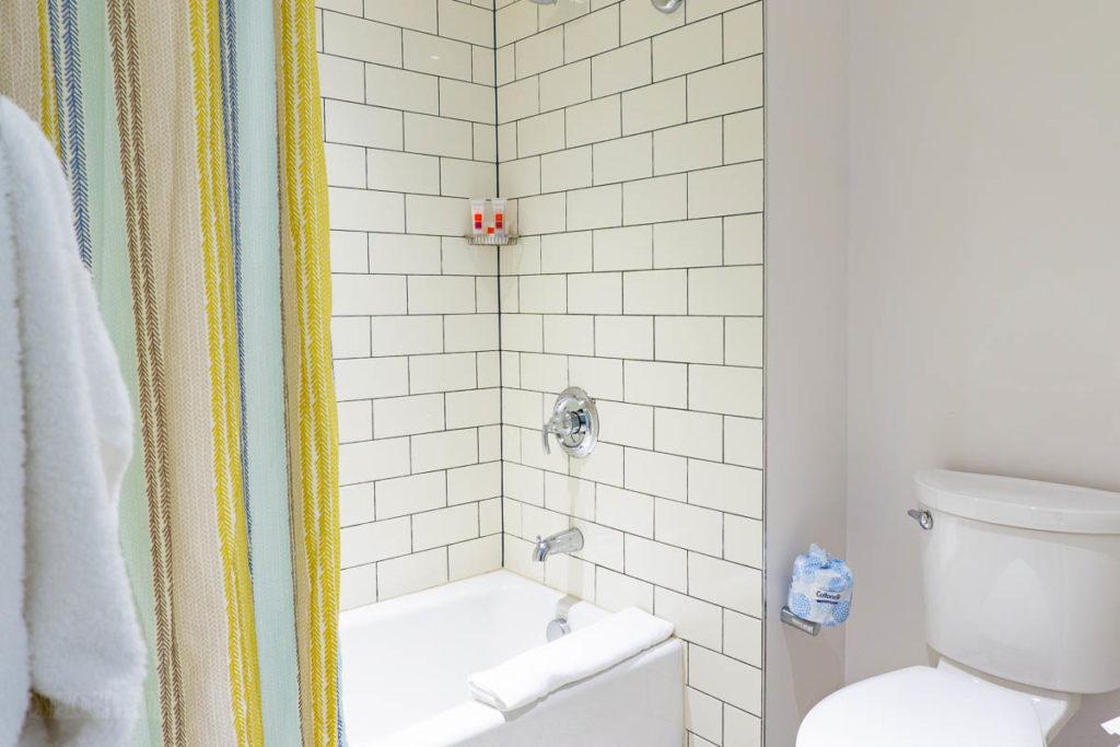 Sapphire Falls Kids Suite Bathroom